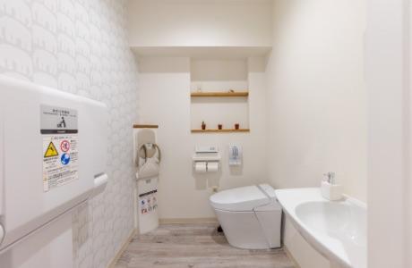 トイレ、おむつ交換台